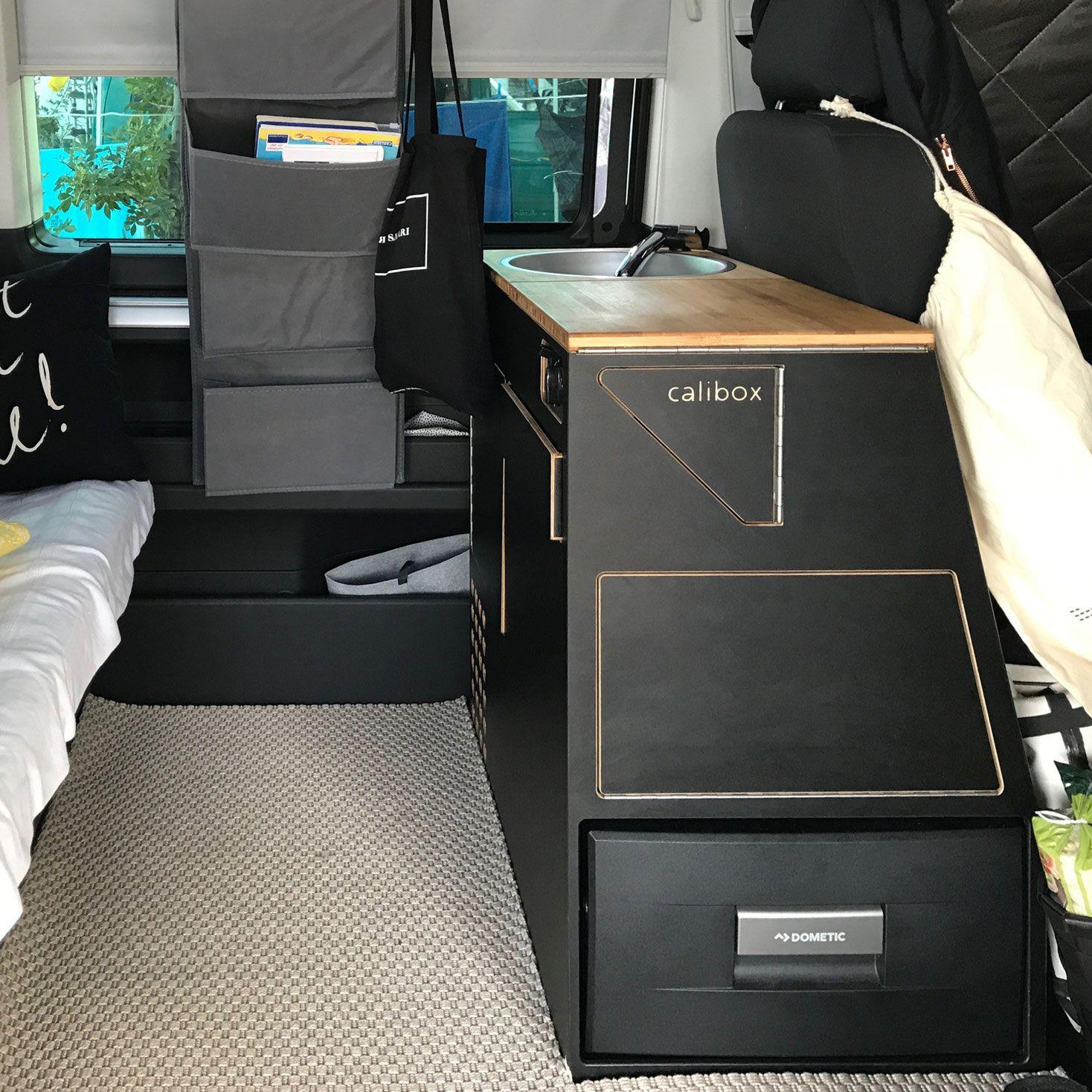 Innenküche, Innenraummodul, Campingküche, Büro und Stauraum hinter ...