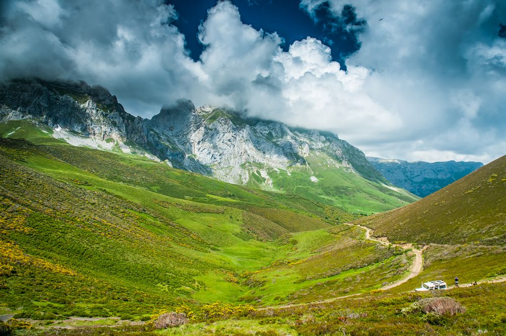 La Ruta En 4x4 A La Ruta Del Cares De Caín A Poncebos Es La Mejor Manera De Descubrir La Magia Que Rodea A Los Picos De Europa En 2020 Rutas