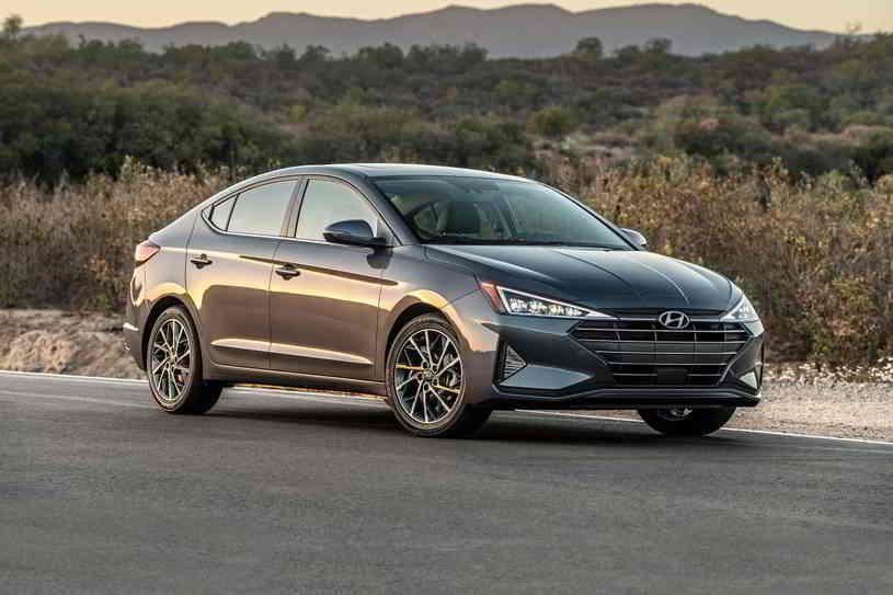 هيونداي النترا 2020 تصنف في الصفوف الأولى لفئة السيارات المدمجة فهى جيدة جدا في جميع المجالات لكن ال In 2020 Best Gas Mileage Cars Fuel Efficient Cars Best Gas Mileage