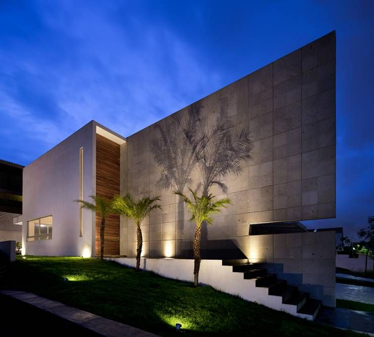 9 ideas para iluminar patios modernos casas casas for Fachadas de casas estilo contemporaneo