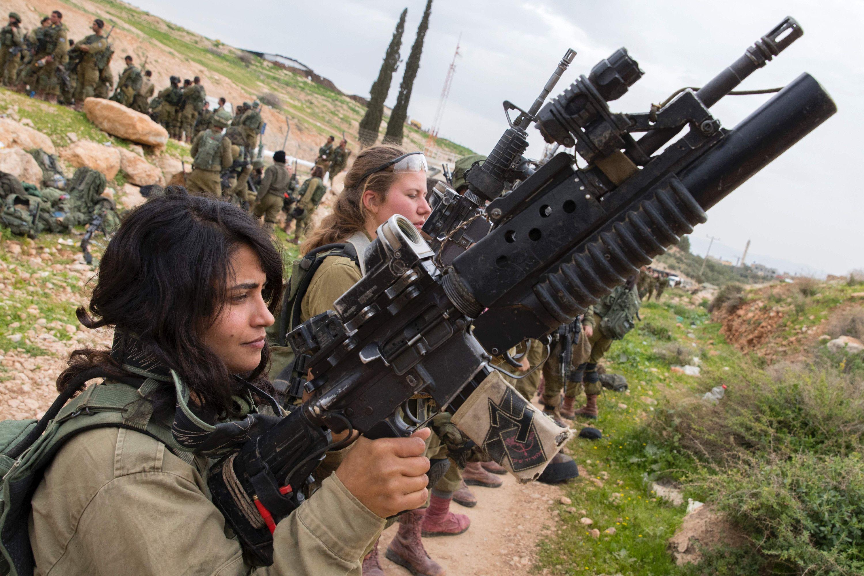 Israel Army Training Women | Female soldier, Israeli defense forces,  Military girl