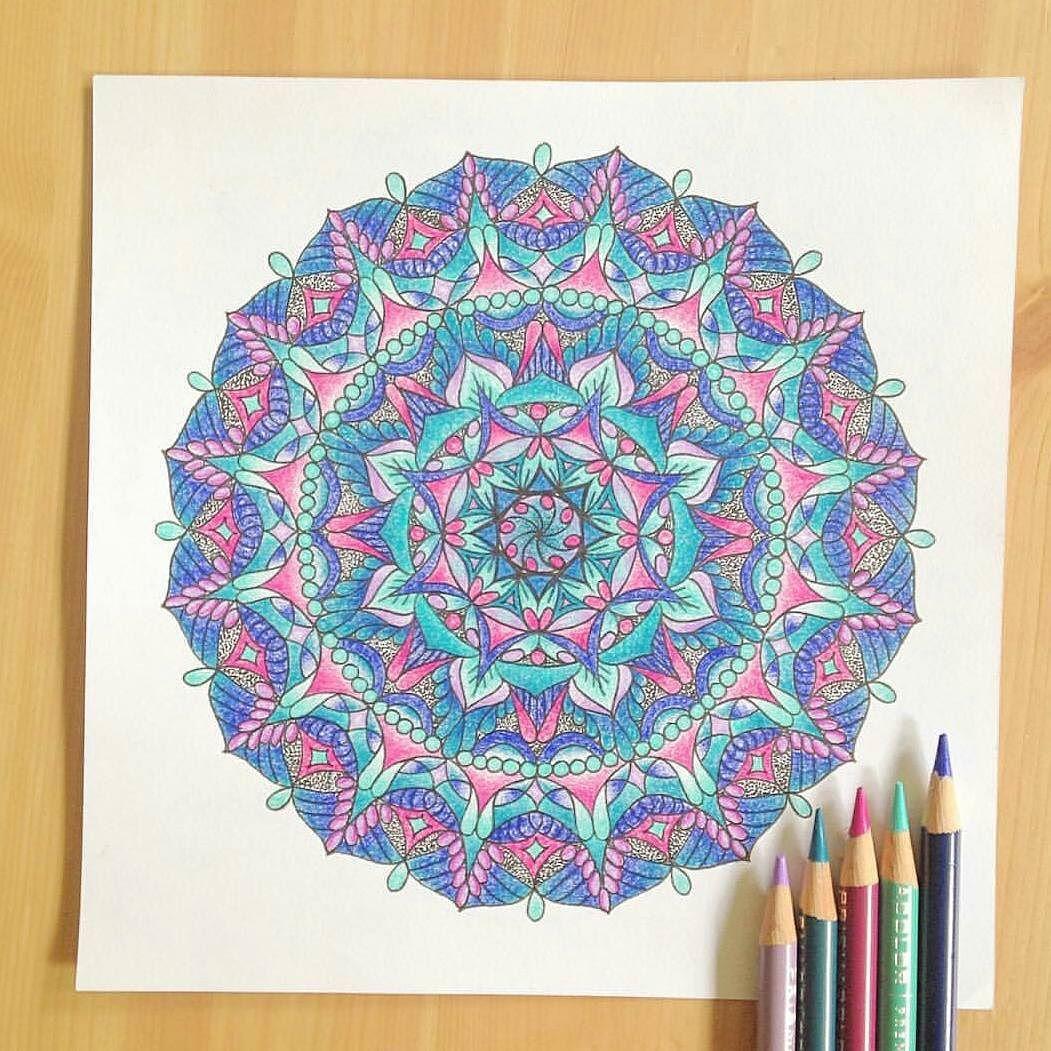 A little lunch break random artist share  @curiqundi If you love #MandalaArt as much as I do!  #artist #artistshare #happyhumpday #mandala #colors #zen by gypsy_lamb