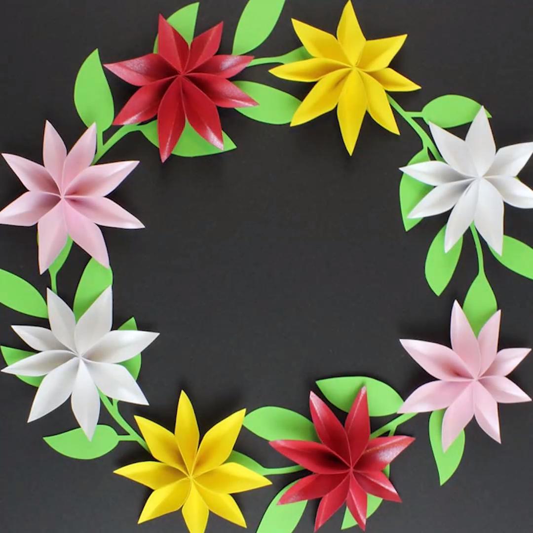 Papierblumen basteln – schnell & einfach – als Tischdeko, als Blumenkranz…