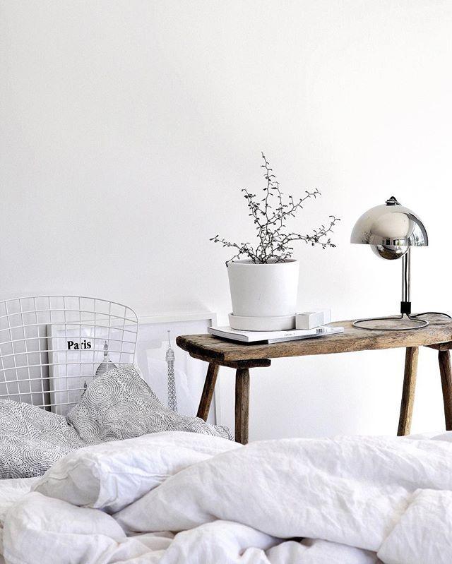 Bankje als nachtkastje - Slaapkamer | Pinterest - Nachtkastje ...
