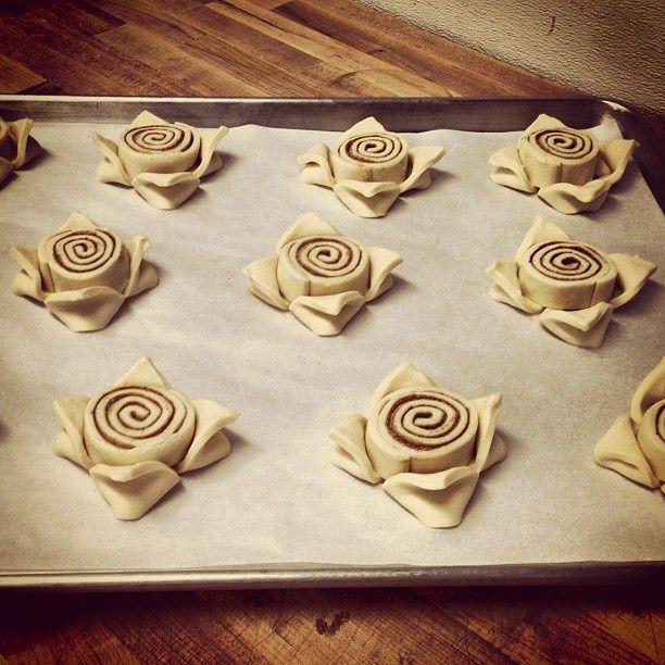 """Gefällt 80 Mal, 4 Kommentare - Alexander R. Terrazas (@chef_alexanderterrazas) auf Instagram: """"#pastry #texture #somanyflakes Step 3. Sticky Bun flowers."""" #stickybuns"""