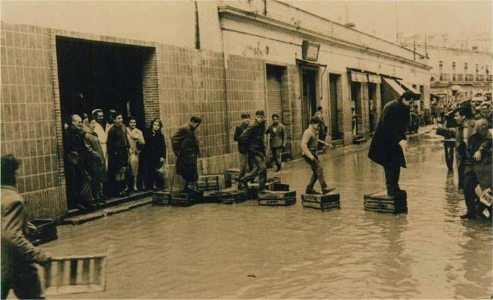 """Inundación con """"simpatía"""" del Antiguo Mercado del Carmen."""