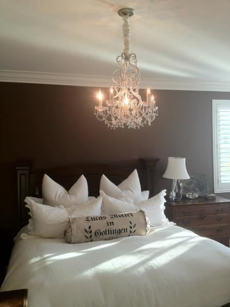 on to the bedroom - lots of whites...