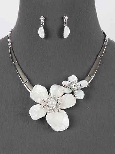 Chunky White Flower Statement Necklace Earrings Set Womens