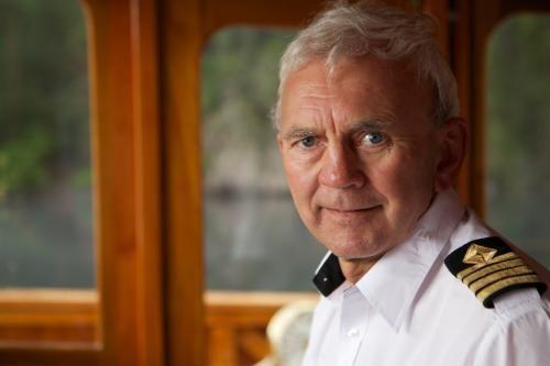 Bjørn Gudmund Larsen er skipper på M/B Fjellvåken II på Møsvatn og M/S Henrik Ibsen på Telemarkskanalen