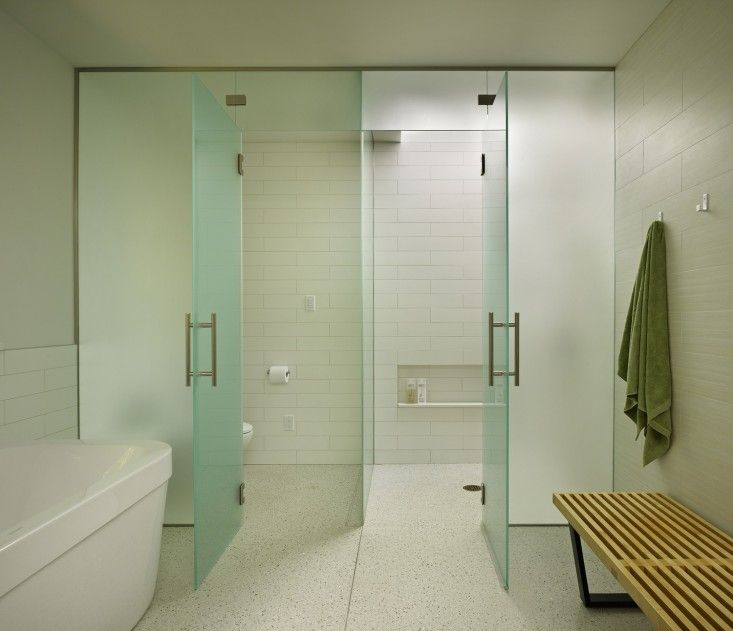 Spa Look Bathrooms: Minimalist Bathroom, White
