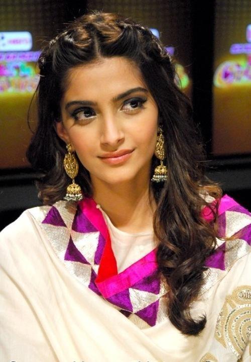 Sonam Kapoor S Desire For Tezaab Indian Wedding Hairstyles Indian Hairstyles Trendy Hairstyles