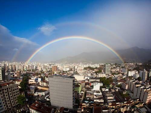 Arco-íris duplo na Zona Norte do Rio (30/8/12)  Foto: Foto do leitor Diego Padilha / Eu-Repórter
