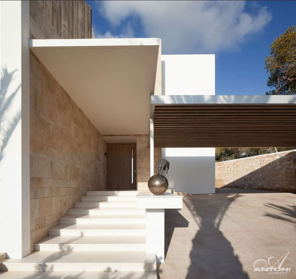 ES Roca Llisa A modern villa located