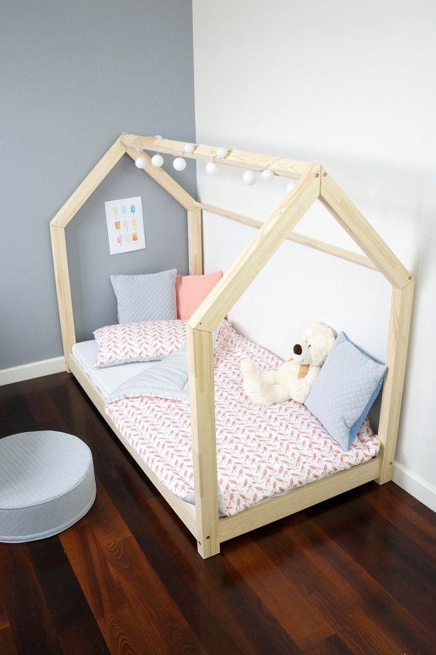 Betten - Bett aus Massivholz Haus-förmig 120x200 CM - ein Designerstück von Benlemi bei DaWanda