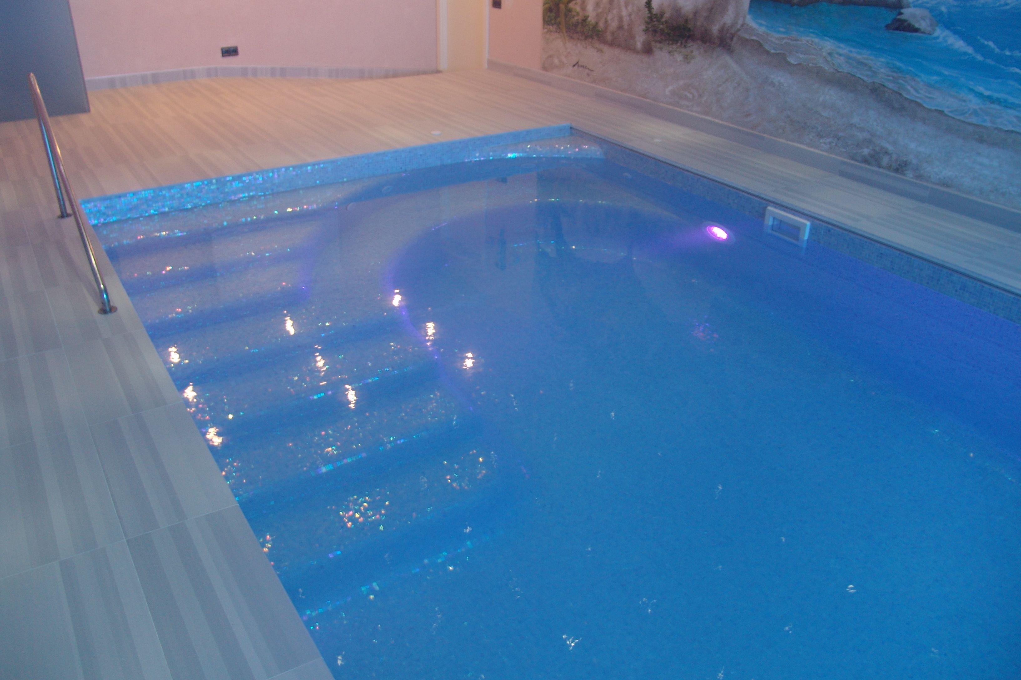 Piscina de ferr n piscinas piscina situada en un garaje - Gresite piscinas colores ...