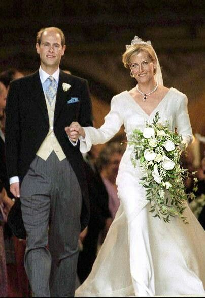 Happy 16th wedding anniversary to the Earl & Countess of Wessex. #Edward #Sophie http://t.co/GycWpUAt1U