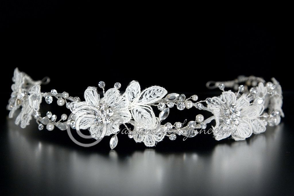 Are you shopping for a vintage bride? Then this lace headband will thrill her!