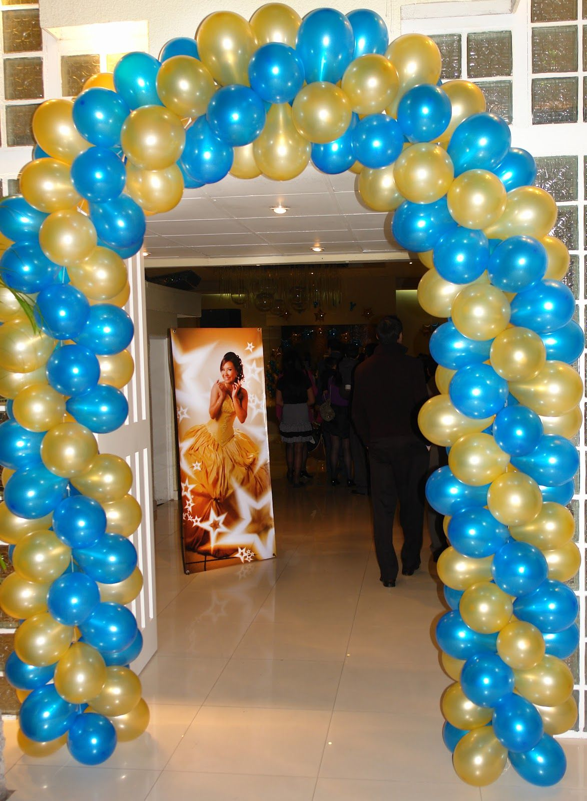 Ingreso Salon Fiesta Arco De Globos Buscar Con Google Party Decorations Balloons Decor