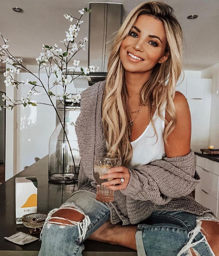 """VICIDOLLS on Instagram: """"Friday night vibes with our doll @amberlancaster007 ! She's wearing our Comfy Cozy Pocketed Cardigan – Grey ! She's a must follow Dolls!…"""""""