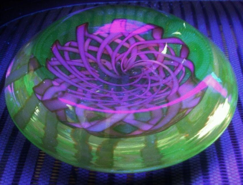 Astounding MURANO Vaseline URANIUM Glass BOWL Galliano Ferro Nastro Richiamato