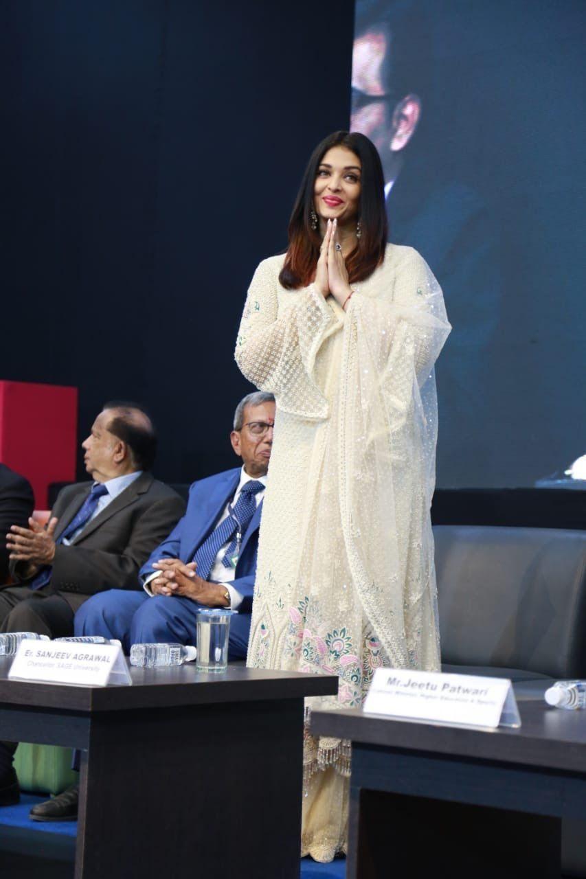 Gorgeous Aishwarya Rai Bachchan At Sage University Indore Aishwarya Rai Actress Aishwarya Rai Aishwarya Rai Bachchan