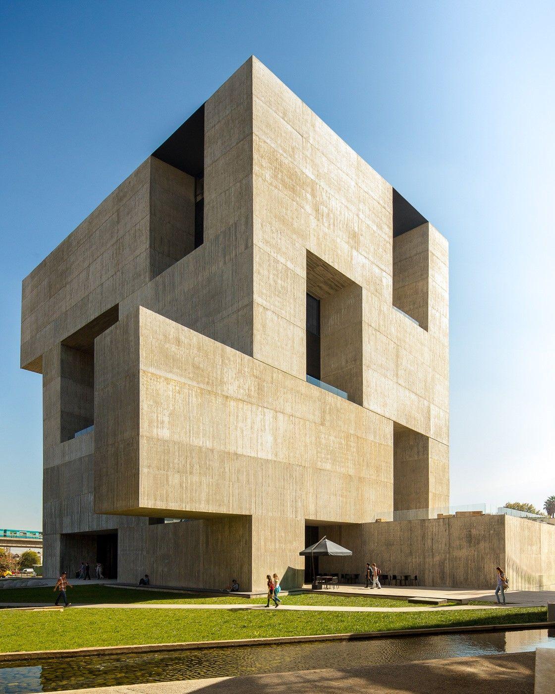 Centro de innovacion uc chile alejandro aravena anacleto for Alejandro aravena arquitecto