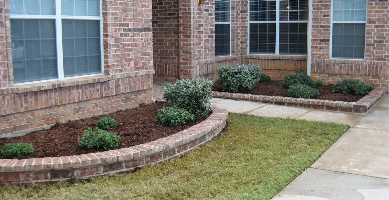 Front Yard Idea Against Brick Wall Front Yard Landscaping Design
