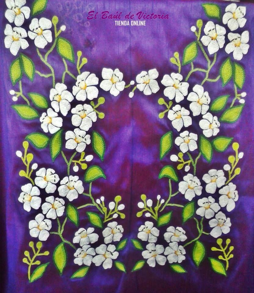 Este huipil de Ixtaltepec Oaxaca es un diseño que hice de guie xhoba, la flor representativa de Tehuantepec, me gusta  mi región, el arte se lleva en todo momento y se utiliza y se viste cotidianamente.