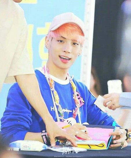Jonghyun's hair color is sunset. ♡♡♡