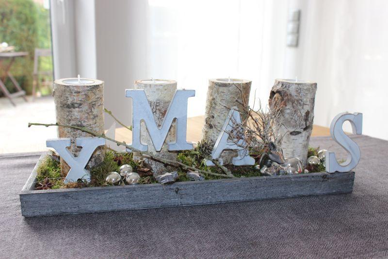 Adventsdeko mit birkenkerzenst nder holztablett nat rlich dekoriert mit einem bambi kugeln - Adventsdeko ideen ...