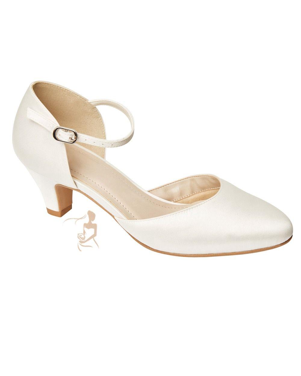 fe0cbb5f5d7d Dieser elegante Brautschuh in ivory kommt mit einem bequemen 5,5 cm hohem  Keilabsatz daher