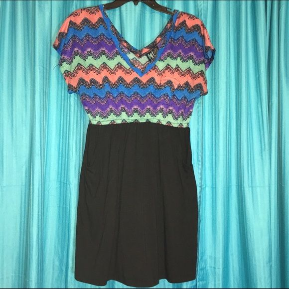 Cute Pocket Dress Great condition.  Pocket on the top and two pockets in the bottom! Dresses Mini