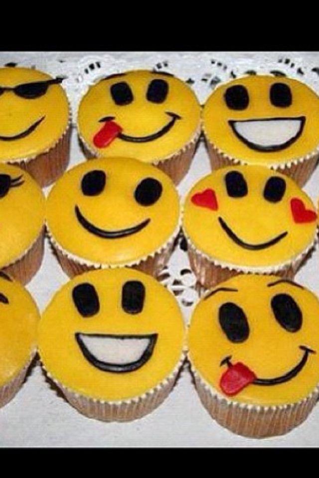 Different Faced Cupcakes Party Time Pinterest Idée Gateau