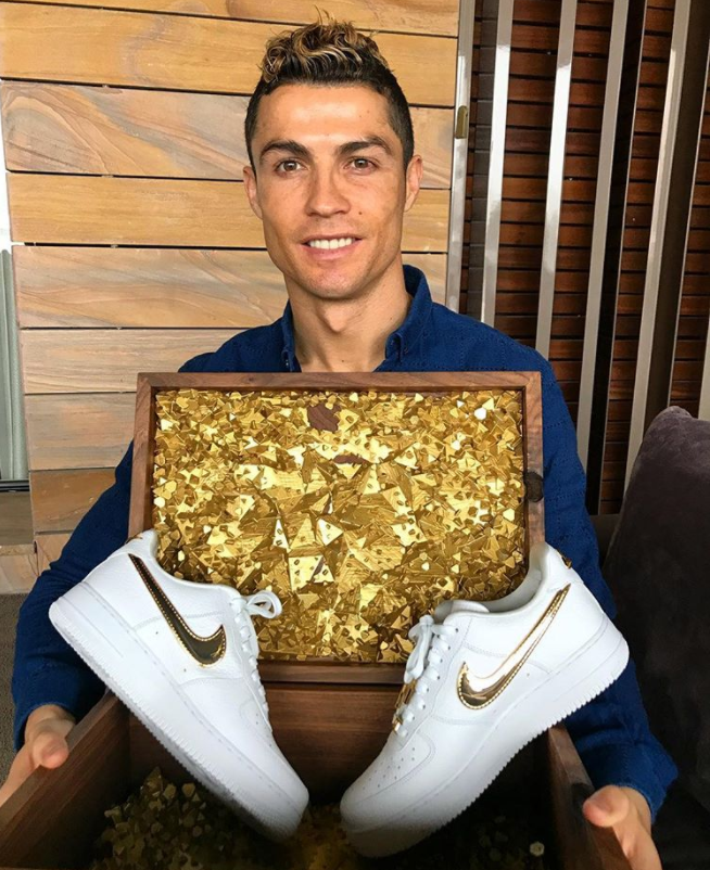 Es Excelente Continente  Nike Air Force 1 CR7 'Golden Patchwork' AQ0666-100 from kicks-vogue.com | Cristiano  ronaldo, Ronaldo, Cristiano ronaldo junior