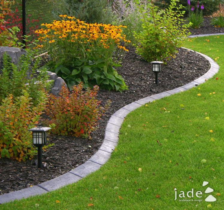Nicely defined flower bed i love the brick edging home for Mulch border ideas