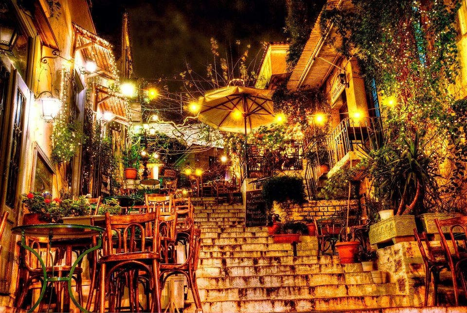 Discover #Athens paths by night...#travel The street is full with nice small traditional restaraunts! https://foursquare.com/key_tours/list/athens-nightlife