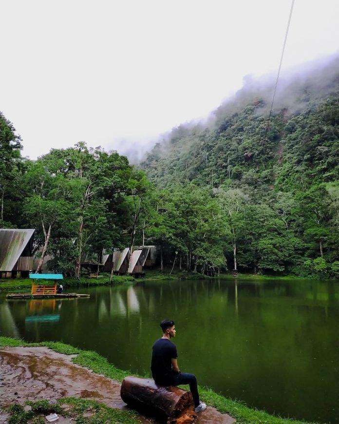 Telaga Warna Puncak Cisarua Di 2020 Pemandangan Taman Jepang Danau