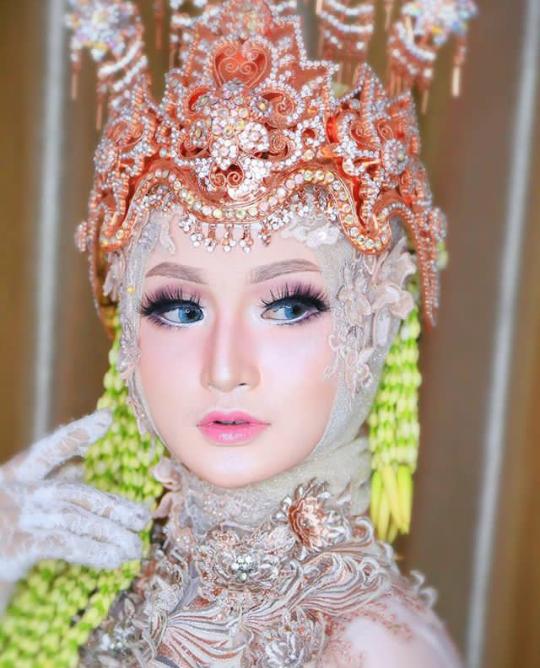 Pin Oleh Febiwee Di Dream Wedding Rias Wajah Pengantin Pengantin Gaun Pengantin Putih
