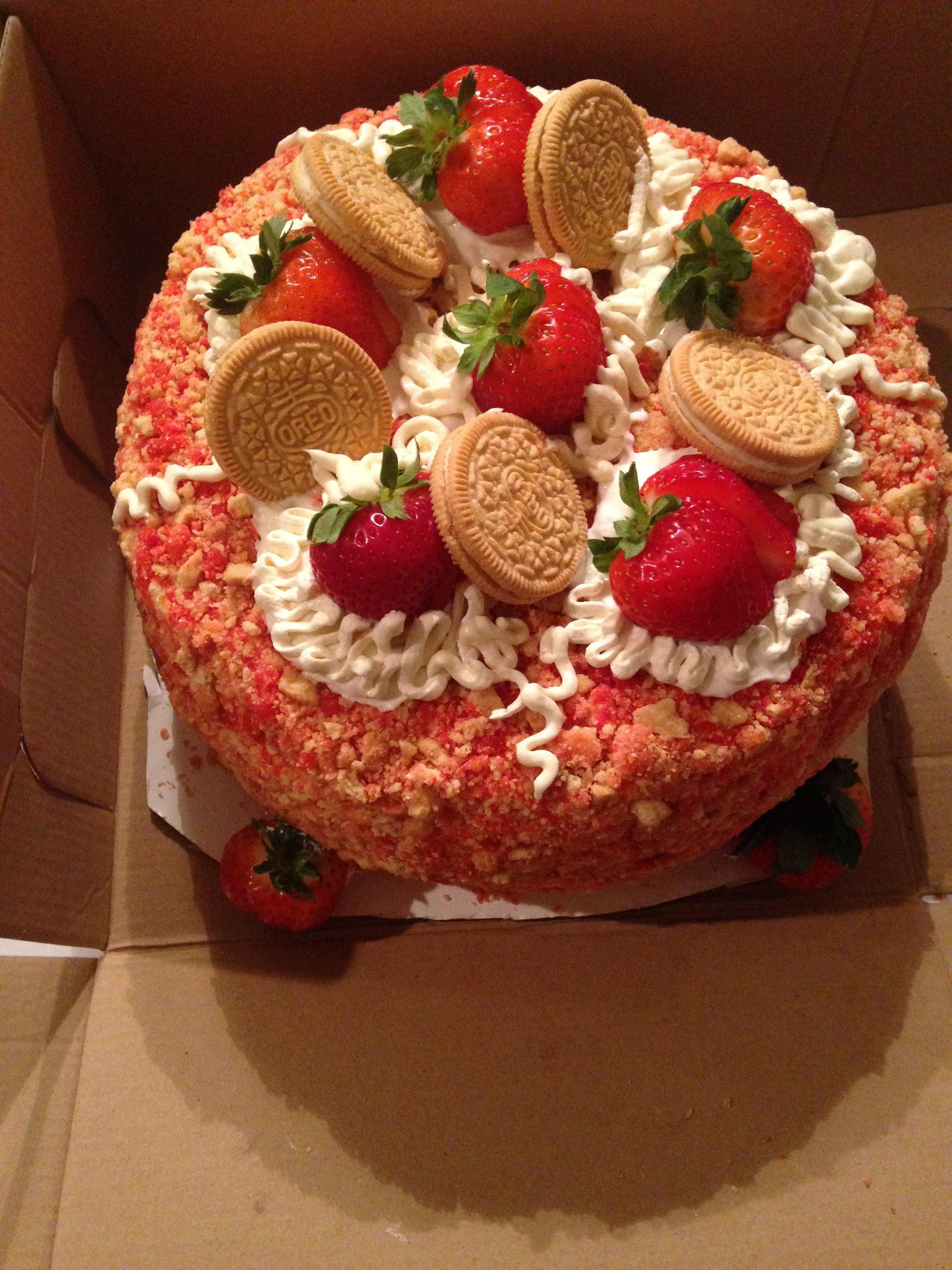Strawberry Cheesecake Crunch Cake