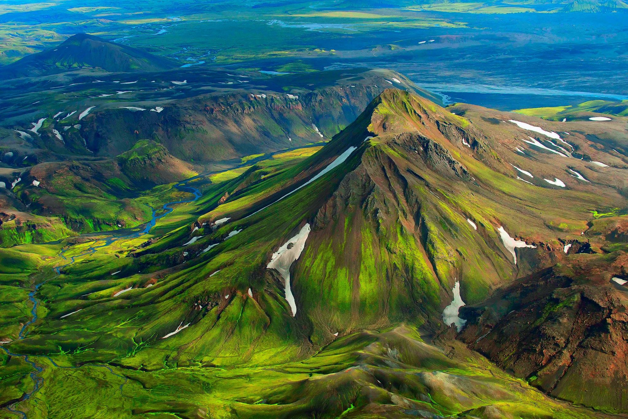 General 2048x1367 Nature Landscapes Mountains Iceland Snow Bird S