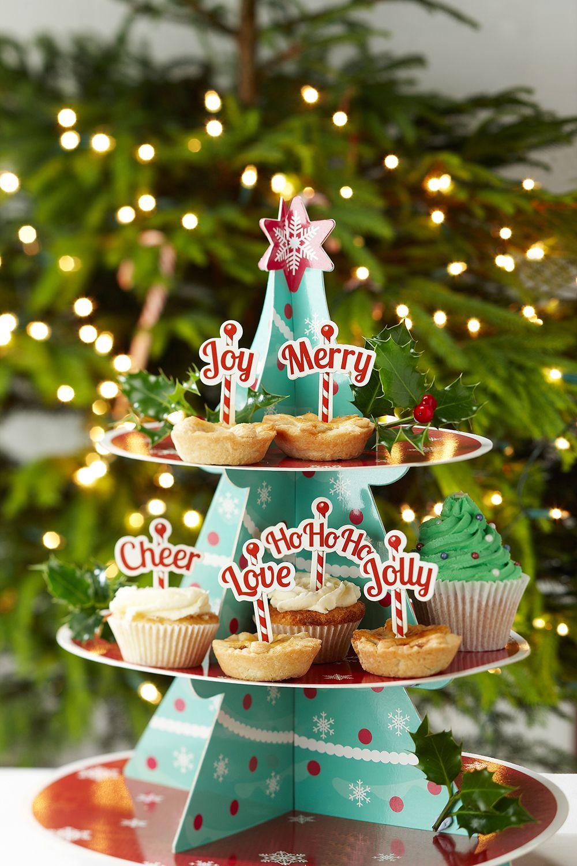 Weihnachtliche Etagere Mit Bezaubernden Kuchen Muffinsticks Bei