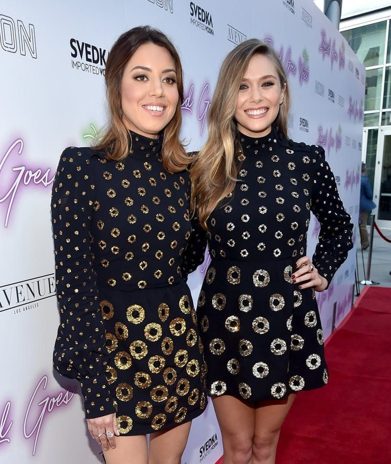 Elizabeth Olsen And Aubrey Plaza Just Broke The Biggest Red Carpet Rule And Wore The Same Dress On Purpose Elizabeth Olsen Fashion Aubrey Plaza