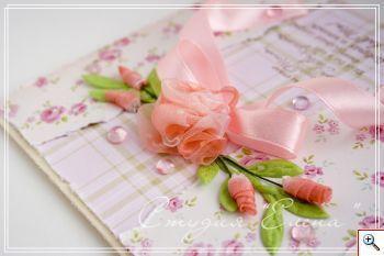 Цветами украшают многие вещи - платья, шляпки, открытки и альбомы, свадебные букеты и коробки с подарками... Цветы заняли достойное месте в работах рукодельниц. Их делают из бумаги и ткани, кожи и лент. В этом мастер-классе хочу показать вам как сделать цветы из ленты органзы. Органза - материал прозрачный и тонки. Цветы из ленты органзы получаются очень аккура…
