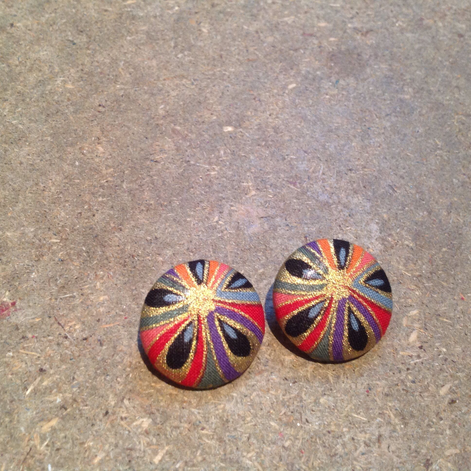 Covered button earrings. #japanesekimonofabric, #buttonearrings, #coveredbuttons