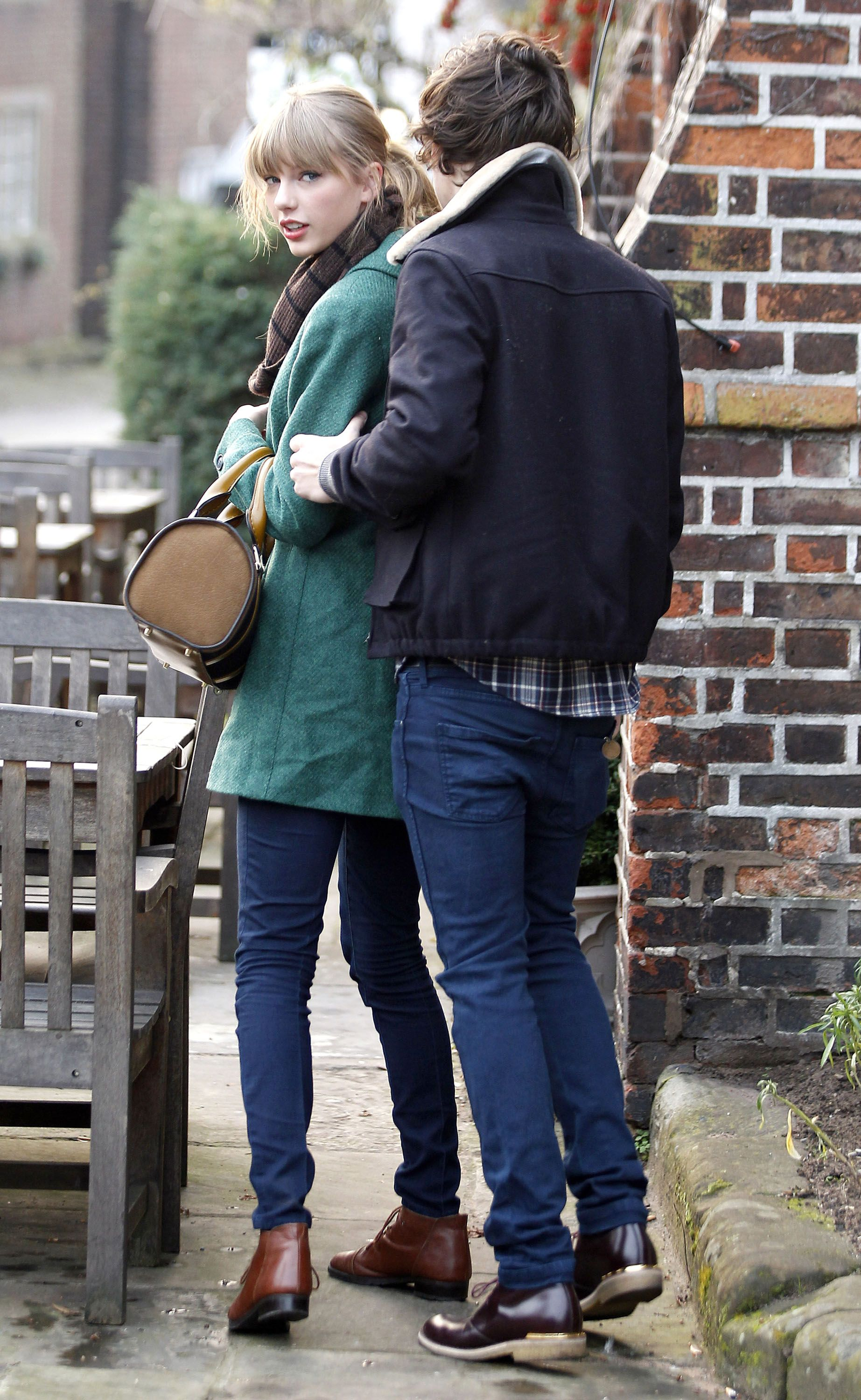 Taylor Swift And Harry Styles Celebrate Her 23rd With Chinese Food And Pda Harry Styles Photos Of Taylor Swift Harry Styles Pictures