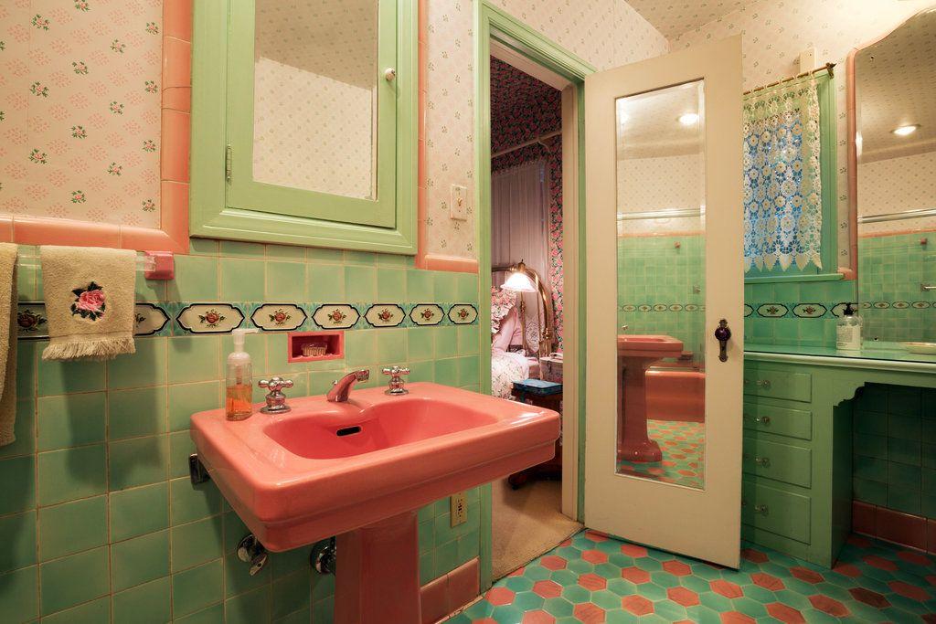 Properties For 1 55 Million Green Tile Bathroom Green Bathroom Yellow Bathroom Tiles