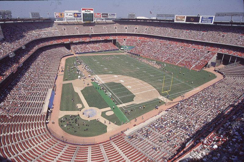 Information And Pictures Of Anaheim Stadium Former Home Of The Los Angeles Rams Nfl Stadiums Nfl Football Stadium Football Stadiums