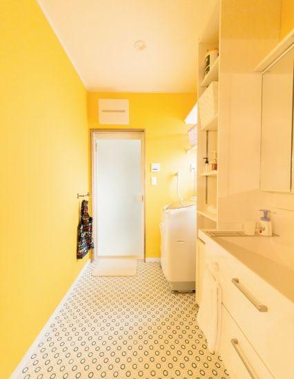 かわいい家photo では かわいい家づくりの参考になる ナチュラル フレンチ カフェ風なおうちの実例写真を紹介しています 画像あり 家 トイレ おしゃれ 黄色の部屋
