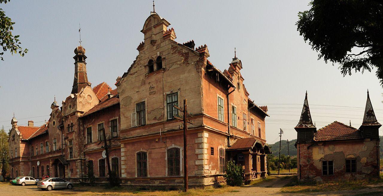 Brad (317)- Railway station - Romania
