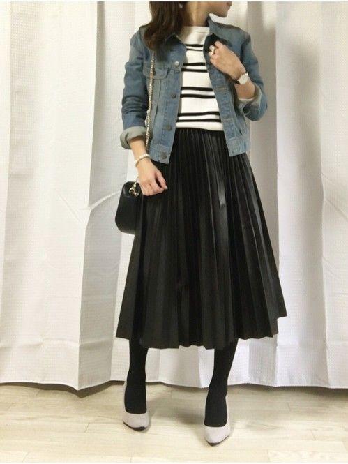 シンプル派大人女子に♡ブラック&ネイビーのフレアスカートコーデ集 - Locari(ロカリ)
